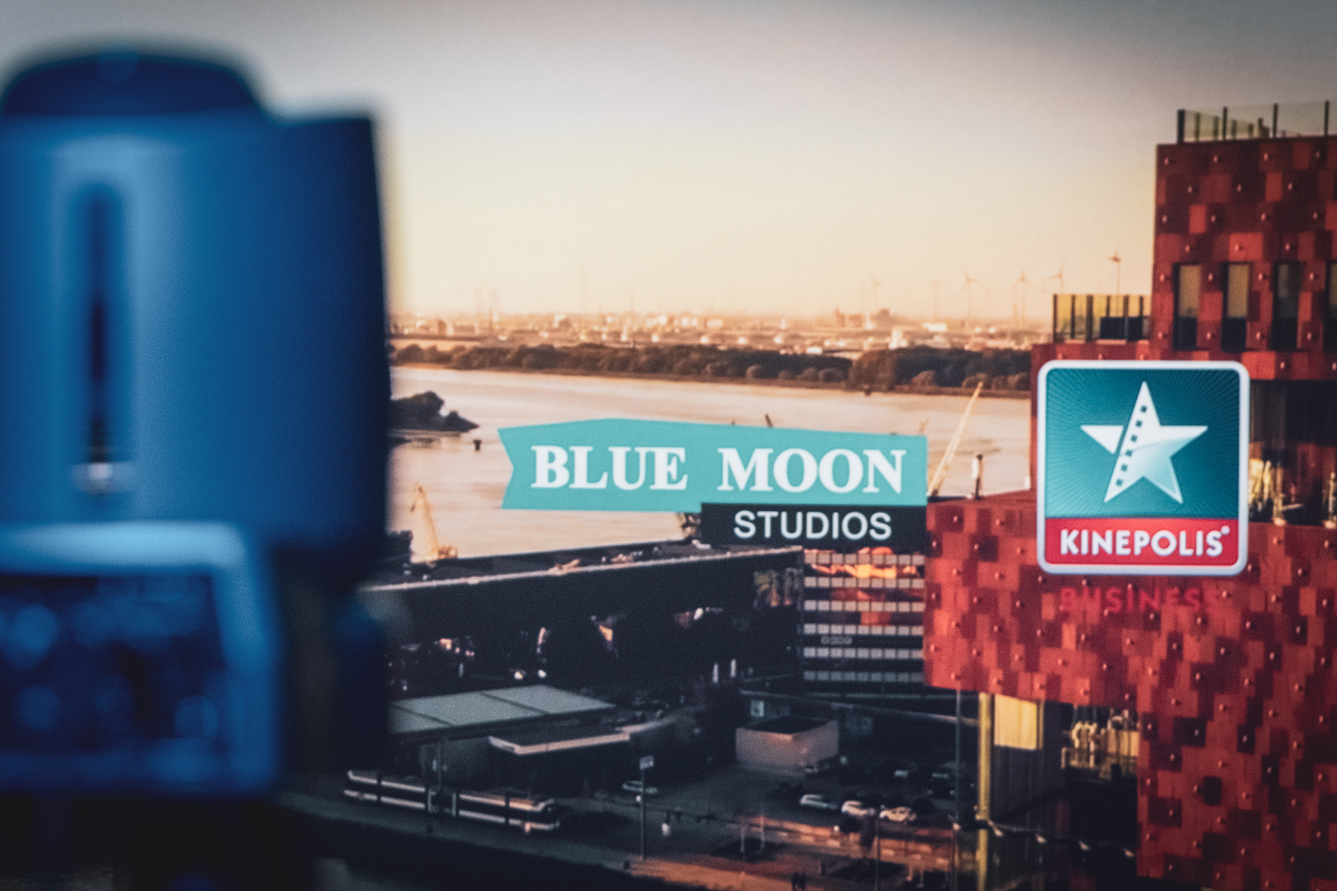BLUE-MOON_studios-at-KINEPOLIS_BTS_24